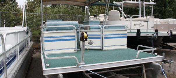 1987 25 ft  Ercoa Cruise pontoon with 40 hp  Suzuki 2-Stroke